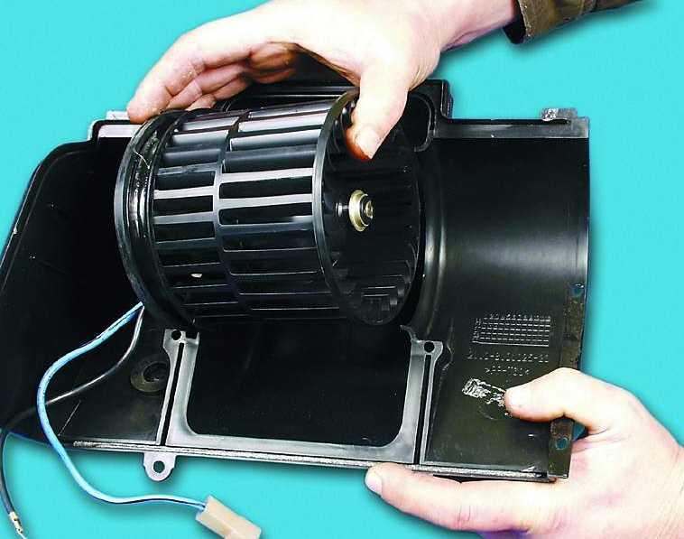Снятие и установка вентилятора отопителя ВАЗ-2110, ВАЗ-21102