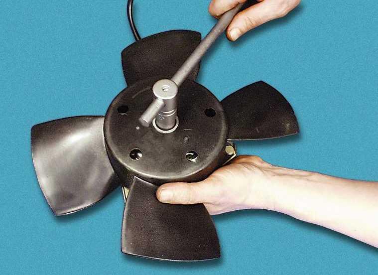Замена электродвигателя вентилятора радиатора системы охлаждения ВАЗ-2110, ВАЗ-21102