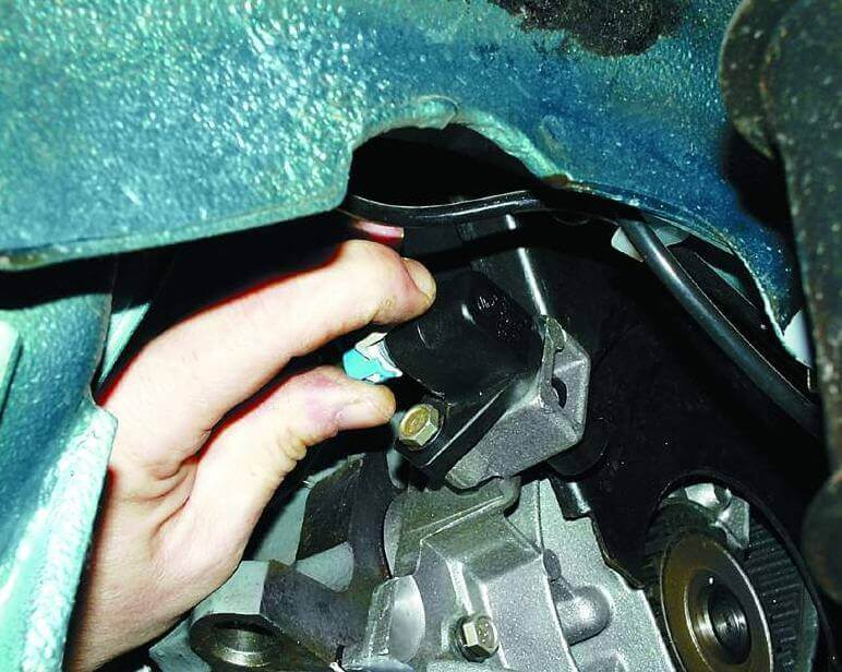 Датчик положения дроссельной заслонки ВАЗ-2110. Замена